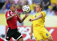 v.l. Densill Theobald, Anders Svensson Schweden<br /> Fussball WM 2006 Trinidad und Tobago - Schweden <br /> Sverige<br /> <br /> Norway only