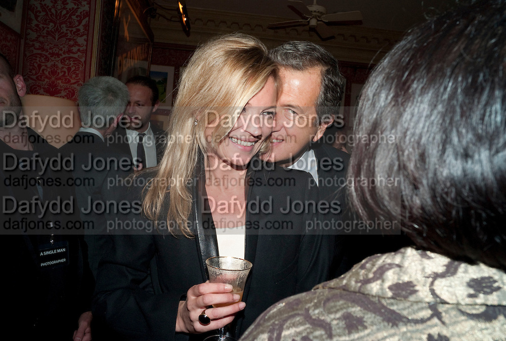 KATE MOSS; MARIO TESTINO; SUSY MENKES, Graydon Carter hosts a diner for Tom Ford to celebrate the London premiere of ' A Single Man' Harry's Bar. South Audley St. London. 1 February 2010
