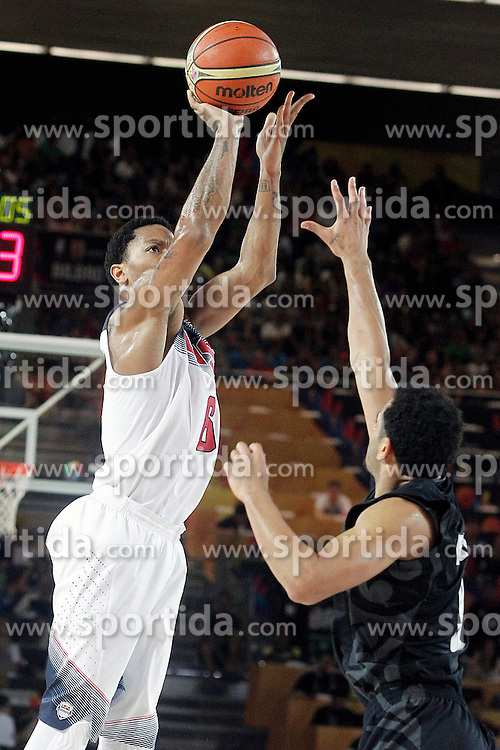02.09.2014, City Arena, Bilbao, ESP, FIBA WM, USA vs Neuseeland, im Bild USA's Derrick Rose (l) and New Zealand's Corey Webster // during FIBA Basketball World Cup Spain 2014 match between USA and New Zealand at the City Arena in Bilbao, Spain on 2014/09/02. EXPA Pictures &copy; 2014, PhotoCredit: EXPA/ Alterphotos/ Acero<br /> <br /> *****ATTENTION - OUT of ESP, SUI*****