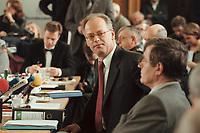10 JAN 2001, BERLIN/GERMANY:<br /> Rudolf Scharping, SPD, Bundesverteidigungsminister, waehrend einer Pressekonferenz zur Verwendung von uranhaltiger Munition, Bundesverteidigungsministerium<br /> IMAGE: 20010110-02/02-13