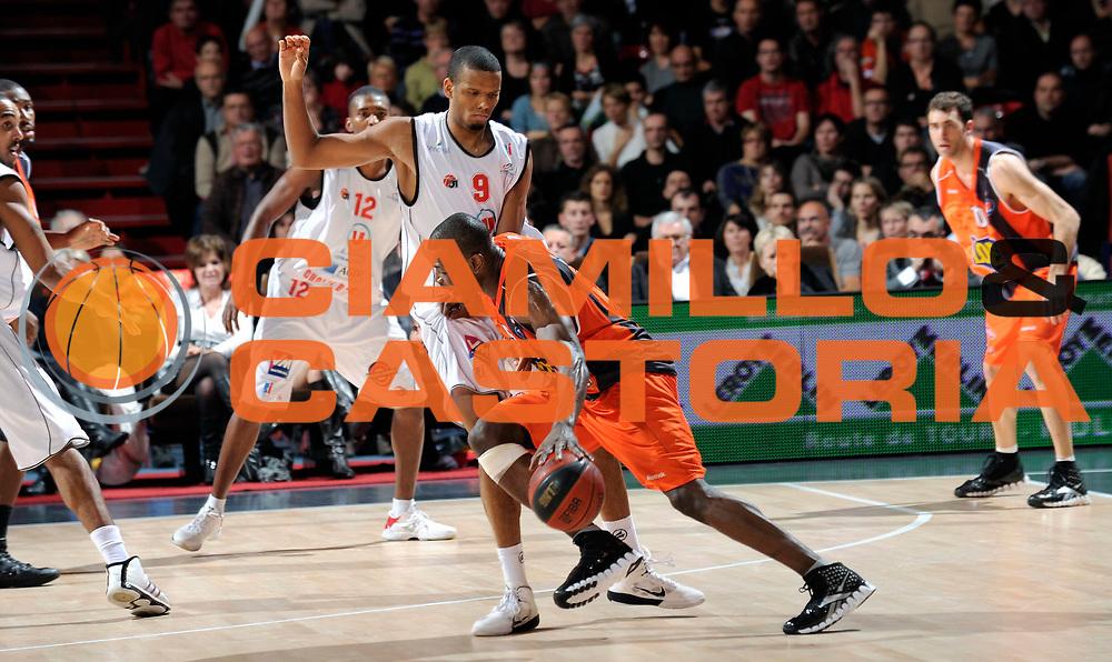 DESCRIZIONE : Championnat de France Basket Ligue Pro A  au Mans<br /> GIOCATORE : Charles Lombahe Kahudi<br /> SQUADRA : Le Mans<br /> EVENTO : Ligue Pro A  2010-2011<br /> GARA : Le Mans Cholet<br /> DATA : 13/11/2010<br /> CATEGORIA : Basketbal France Ligue Pro A<br /> SPORT : Basketball<br /> AUTORE : JF Molliere/Herve Petitbon par Agenzia Ciamillo-Castoria <br /> Galleria : France Basket 2010-2011 Action<br /> Fotonotizia : Championnat de France Basket Ligue Pro A au Mans<br /> Predefinita :