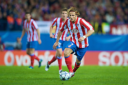 MADRID, SPAIN - Wednesday, October 22, 2008: Club Atletico de Madrid's Diego Forlan in action against Liverpool during the UEFA Champions League Group D match at the Vicente Calderon. (Photo by David Rawcliffe/Propaganda)