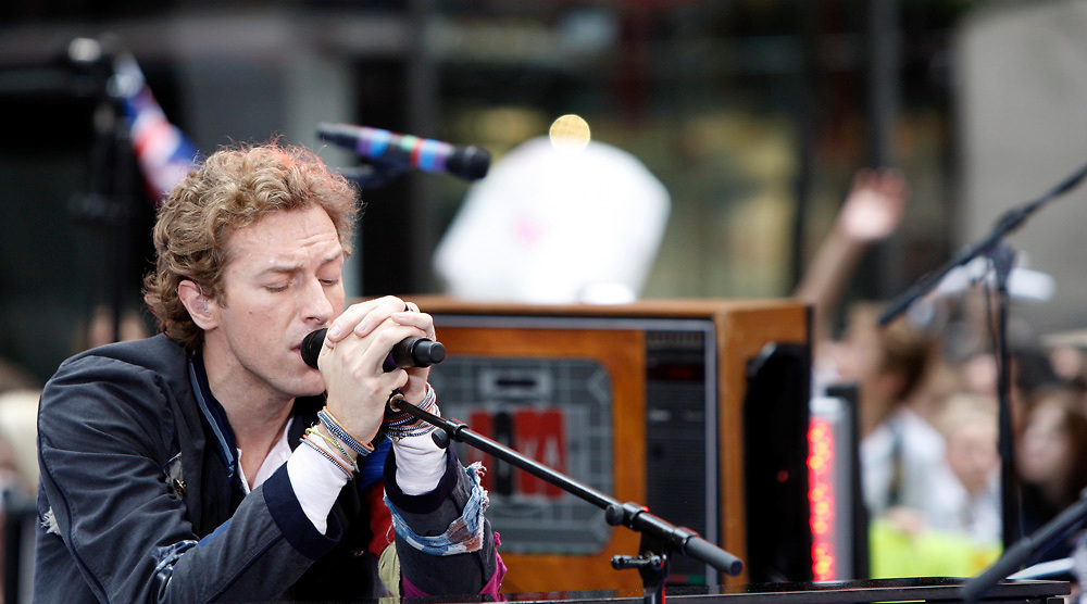 JUNE 27, 2008 - New York City, NY: Coldplay's lead singer Chris Martin performing onstage during NBC's The Today Show.
