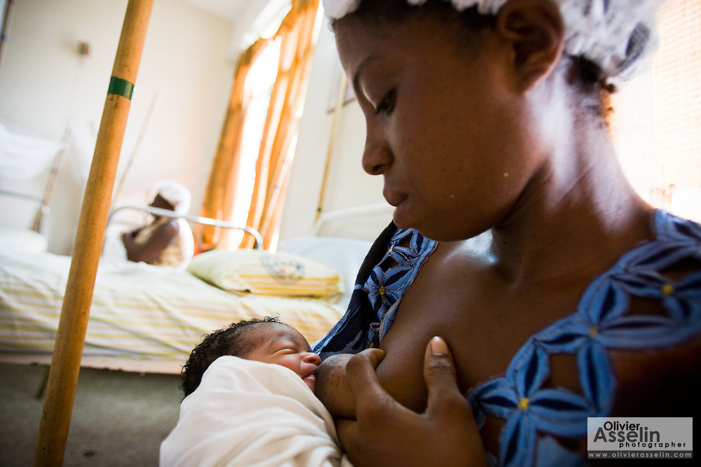 Agnes Addison breastfeeds her newborn at the La Polyclinic in Accra, Ghana on Tuesday June 16, 2009.