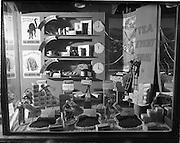 17/10/1952<br /> 10/17/1952<br /> 17 October 1952<br /> Liptons tea display, Baggot Street, window display for Mr Cummin.