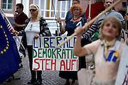 Frankfurt am Main | 05 July 2014<br /> <br /> Am Samstag (05.07.2014) demonstrierten am Domplatz in Frankfurt am Main etwa 25 Menschen f&uuml;r die Unabh&auml;ngigkeit der Ukraine und gegen den Einfluss von Russland.<br /> Hier: Demonstranten mit einem Plakat mit der Aufschrift &quot;Liberale Demokratie steh auf&quot;.<br /> <br /> [Foto honorarpflichtig, kein Model Release]<br /> <br /> &copy;peter-juelich.com