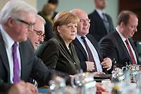 26 FEB 2014, BERLIN/GERMANY:<br /> Angela Merkel (M), CDU, Bundeskanzlerin, vor Beginn der Kabinettsitzung, Bundeskanzleramt<br /> IMAGE: 20140226-01-018<br /> KEYWORDS: Sitzung, Kabinett