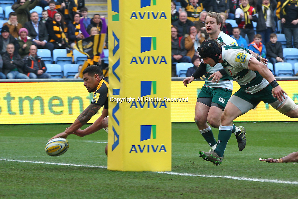12.03.2016. Ricoh Arena, Coventry, England. Aviva Premiership. Wasps versus Leicester Tigers. Wasps centre Charles Piutau runs in for his try