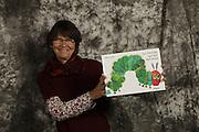Les livres et les langues nous inspirent! S&eacute;ance de prise de vue &agrave; la biblioth&egrave;que multiculturelle LIVRECHANGE &agrave; Fribourg, samedi 5 Novembre 2016.<br /> Diese B&uuml;cher inspirieren ! Fotoshooting in der interkulturellen Bibliothek LIVRECHANGE, Samstag 5. November 2016. &copy; romano p. riedo   fotopunkt.ch