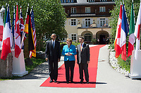 07 JUN 2015, ELMAU/GERMANY:<br /> Barak Obama, Praesident Vereinigste Staaten von Amerika, USA, Angela Merkel, CDU, Bundeskanzlerin, Joachim Sauer, Ehemann von Angela Merkel (v.L.n.R.), waehrend der Begruessung der anreisenden Regierungschefs und deren Ehepartner, G7-Gipfel vor Schloss Elmau bei Garmisch-Patenkirchen<br /> IMAGE: 20150607-01-033<br /> KEYWORDS: G7 Summit