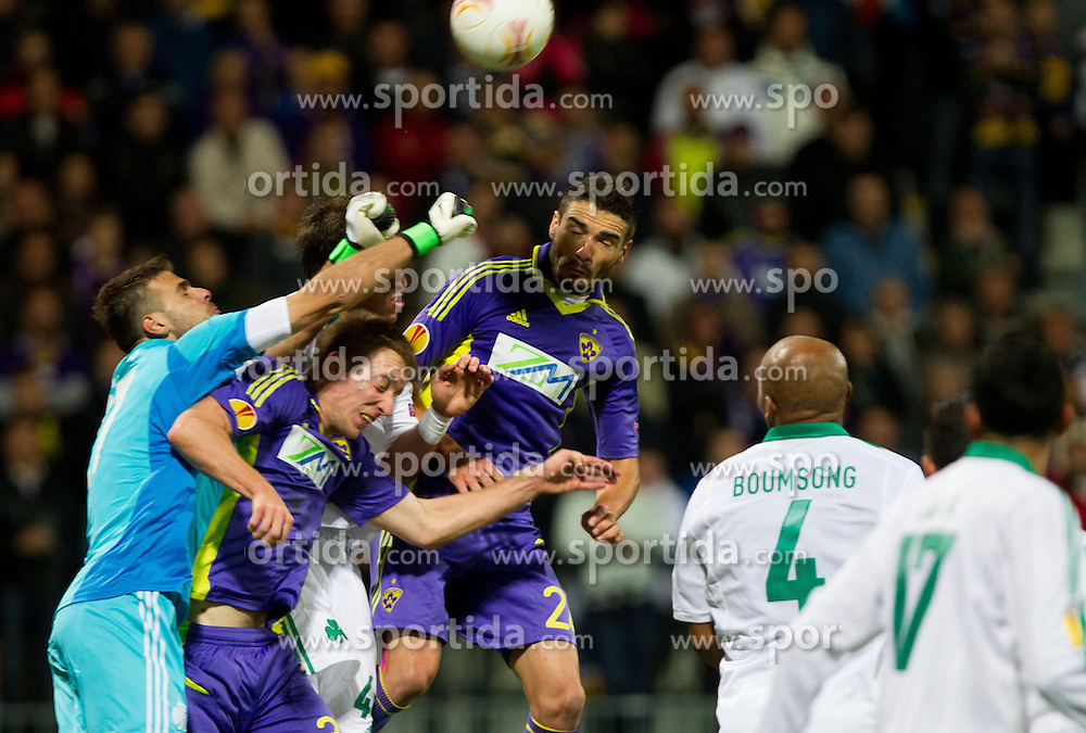 Orestis Karnezis of Panathinaikos vs Robert Beric of NK Maribor and Aleksander Rajcevic of NK Maribor during football match between NK Maribor and Panathinaikos Athens F.C. (GRE) in 1st Round of Group Stage of UEFA Europa league 2013, on September 20, 2012 in Stadium Ljudski vrt, Maribor, Slovenia. (Photo By Vid Ponikvar / Sportida)