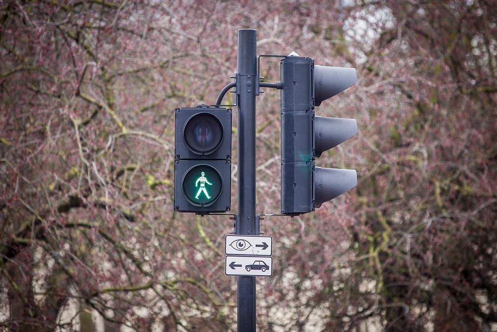 Nuevos diseños de luces de tránsito se apoderan de la ciudad de Londres para apoyar la diversidad de género y la convivencia. (Foto: Ivan Gonzalez)