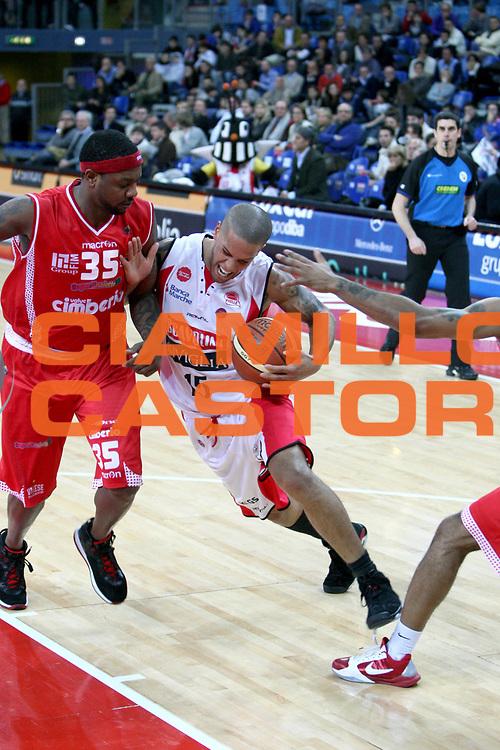 DESCRIZIONE : Pesaro Lega A 2010-11 Scavolini Siviglia Pesaro Cimberio Varese<br /> GIOCATORE : Daniel Hackett<br /> SQUADRA : Scavolini Siviglia Pesaro <br /> EVENTO : Campionato Lega A 2010-2011<br /> GARA : Scavolini Siviglia Pesaro Cimberio Varese<br /> DATA : 23/01/2011<br /> CATEGORIA : palleggio penetrazione<br /> SPORT : Pallacanestro<br /> AUTORE : Agenzia Ciamillo-Castoria/C.De Massis<br /> Galleria : Lega Basket A 2010-2011<br /> Fotonotizia : Pesaro Lega A 2010-11 Scavolini Siviglia Pesaro Cimberio Varese<br /> Predefinita :
