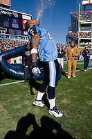 NASHVILLE, TN - DECEMBER 21:   LenDale White #25 of the Tennessee Titans spits water into the air as he comes out of the tunnel before a game against the Pittsburgh Steelers at LP Field on December 21, 2008 in Nashville, Tennessee.  The Titans defeated the Steelers 34-14.  (Photo by Wesley Hitt/Getty Images) *** Local Caption *** LenDale White