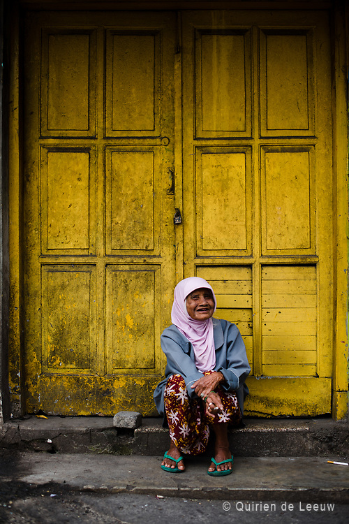Portrait of a woman in front of an old colonial house, Malang.