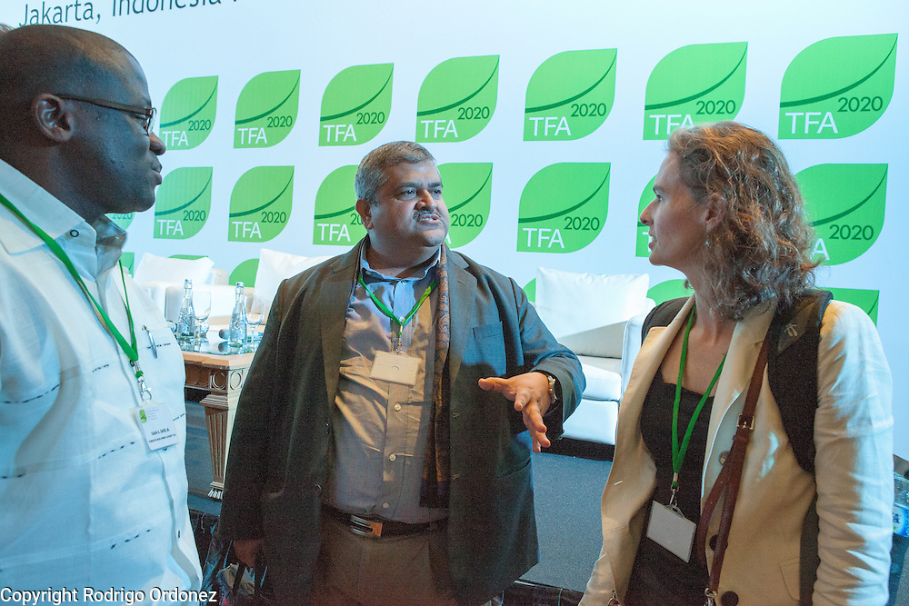 Participants interact and network at the end of a session of the General Assembly of the Tropical Forest Alliance 2020 in Jakarta, Indonesia, on March 11, 2016. <br /> (Photo: Rodrigo Ordonez)