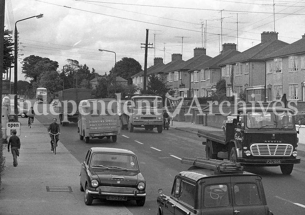 Traffic congestion on the North Road, Santry, August 13 1970.<br /> (Part of the Independent Ireland Newspapers/NLI Collection)