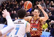 DESCRIZIONE : Beko Legabasket Serie A 2015- 2016 Vanoli Cremona - Umana Reyer Venezia<br /> GIOCATORE : Michael Bramos<br /> CATEGORIA : passaggio<br /> SQUADRA : Umana Reyer Venezia<br /> EVENTO : Beko Legabasket Serie A 2015-2016<br /> GARA : Vanoli Cremona - Umana Reyer Venezia<br /> DATA : 07/02/2016<br /> SPORT : Pallacanestro <br /> AUTORE : Agenzia Ciamillo-Castoria/R.Morgano