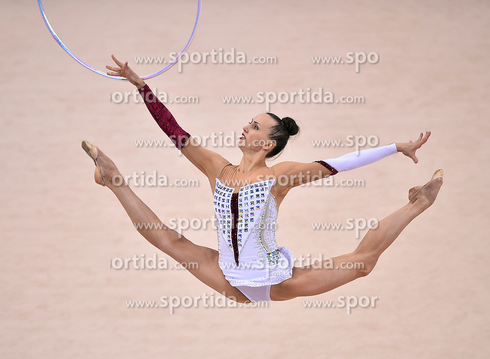 08.09.2015, Porsche Arena, Stuttgart, GER, Gymnastik WM, im Bild Ganna Rizatdinova (UKR) Reifen // during the World Rhythmic Gymnastics Championships at the Porsche Arena in Stuttgart, Germany on 2015/09/08. EXPA Pictures &copy; 2015, PhotoCredit: EXPA/ Eibner-Pressefoto/ Weber<br /> <br /> *****ATTENTION - OUT of GER*****