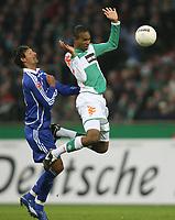 Fotball<br /> Bundesliga<br /> 04.02.07<br /> Werder Bremen - FC Schalke 04<br /> Kevin Kuranyi og Naldo <br /> <br /> DIGITALSPORT / NORWAY ONLYTrainer