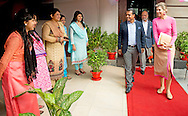 17-11-2015 DHAKA Koningin Maxima op bezoek bij een kledingatelier the Viyellatex  garment  speaks Jharna Islam  waar zij met werknemers praat over hun ervaringen met leningen en andere financiele diensten. De koningin bezoekt Bangladesh in haar functie van speciaal vertegenwoordiger van de VN op het gebied van het toegankelijker maken van financi&euml;le diensten.  Het bezoek dat koningin M&aacute;xima bracht aan het Gazipur district aan de rand van Dhaka ging dinsdagmorgen gepaard met voor Nederlandse begrippen ongekende veiligheidsmaatregelen.<br /> Niet alleen was de route van de koningin grotendeels schoongeveegd, ook winkels langs smalle straten waar M&aacute;xima voorbijkwam, moesten de deuren sluiten. De politie van Bangladesh had ook post gevat op de balkons van huizen die uitkeken op een steegje waar de koningin moest uitstappen om naar een kledingatelier te gaan. De bewoners moesten deels binnenblijven en afstand houden.<br /> Er is Bangladesh alles aan gelegen het koninklijk VN-bezoek vlekkeloos te laten verlopen. Het land is het afgelopen jaar opgeschrikt door een flink aantal terroristische acties, onder andere speciaal gericht tegen buitenlanders. Vandaar de zorg over de veiligheid van de koningin, die als vertegenwoordiger van de VN een driedaags werkbezoek brengt aan Bangladesh.COPYRIGHT ROBIN UTRECHT