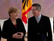 ÜBERGABE DER ENTLASSUNGSURKUNDEN AN VERTEIDIGUNGSMINISTER KARL-THEODOR FREIHERR ZU GUTTENBERG (CSU) UND INNENMINISTER THOMAS DE MAIZIERE (CDU) SOWIE DER ÜBERGABE DER ERNENNUNGSURKUNDEN AN THOMAS DE MAIZIERE (CDU) UND HANS PETER FRIEDRICH AM DONNERSTAG   IN  BERLIN. BUNDESKANZLERIN ANGELA MERKEL (CDU) UND VERTEIDUNGSMINISTER THOMAS DE MAIZIERE . 030311 / 2011  / POLITIK / POLITIKER / BUNDESPRÄSIDENT / SCHLOSS BELLEVUE / BERLIN / DEUTSCHLAND / EUROPA