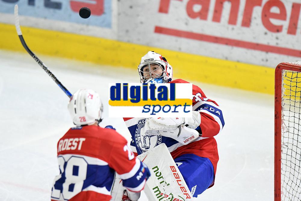 Ishockey<br /> Norge landslag<br /> Turnering november 2017<br /> Foto: Gepa/Digitalsport<br /> NORWAY ONLY<br /> <br /> INNSBRUCK,AUSTRIA,11.NOV.17 - ICE HOCKEY - Oesterreich Cup, international match, Korea vs Norway. Image shows Henrik Haukeland (NOR). Photo: GEPA pictures/ Amir Beganovic