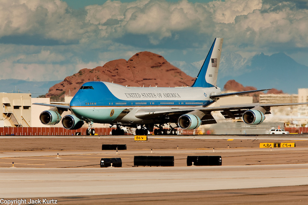 17 FEBRUARY 2009 -- PHOENIX, AZ: Air Force One lands Sky Harbor Airport in Phoenix during the arrival of President Barack Obama at Sky Harbor Airport Tuesday.   PHOTO BY JACK KURTZ