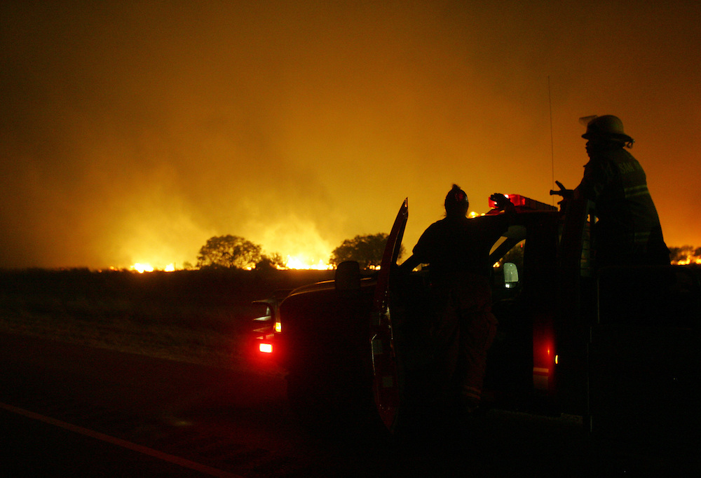 MAIN PHOTO.San Manuel, TX - 18 Mar 2008 -.Firefighters watch as a large brush fire approaches US 281 north of San Manuel on Tuesday night..Photo by Alex Jones / ajones@themonitor.com