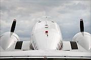 Duitsland, Weeze, 1-5-2008..Luchthaven Niederrhein (Weeze airport), vlak over de grens bij Nijmegen,  bestaat 5 jaar. Deze voormalige Britse luchtmachtbasis is een tot een succesvol leven als burgervliegveld..getransformeerd. Ryanair vliegt op verschillende bestemmingen. t.g.v. hiervan werden gisteren en vandaag een vliegshow gegeven. Ook konden mensen een deel van de vroegere basis bekijken...Op de foto een achteraanzicht van een antiek passagierstoestel...Foto: Flip Franssen/Hollandse Hoogte