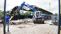 AMSTELVEEN - De hoofdtribune van het Wagener hockeystadion (1939) wordt gesloopt om plaats te maken voor nieuwbouw. Het Wagener-stadion is een Nederlands hockeystadion. Het complex is sinds 1980 eigendom van de Koninklijke Nederlandse Hockey Bond (KNHB). COPYRIGHT KOEN SUYK