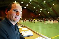 Håndball, 25. september 2002. Treningskamp, Norge - Jugoslavia 28-29. På sidelinjen, Nordstrands trener Ivica Rimanic.