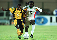 Fotball<br /> Afrikamesterskapet/African Nations Cup 2002<br /> Senegal v Zambia <br /> Foto: Digitalsport<br /> NORWAY ONLY<br /> NUMBA MUMAMBA (ZAM) / FERDINAND COLY (SEN)
