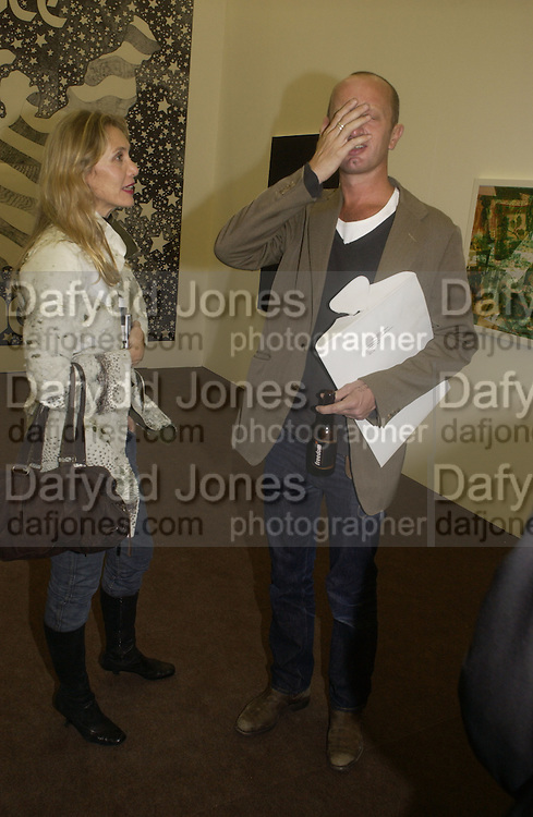 Allegra Hicks and Johnnie Shand Kidd. Frieze opening. Regents Park.  London. 20 October 2005. ONE TIME USE ONLY - DO NOT ARCHIVE © Copyright Photograph by Dafydd Jones 66 Stockwell Park Rd. London SW9 0DA Tel 020 7733 0108 www.dafjones.com