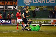 22-09-2015 VOETBAL: DOVO - WILLEM II:VEENENDAAL<br /> Nick van der Velden van Willem II stuit op doelman Prinssen van Dovo<br /> <br /> Foto: Geert van Erven