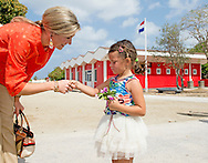 21-5-2015 ARUBA - Bezoek aan de Stichting Reclassering en het Heart Centered Leadership Foundation in het Colegio EPI (Education Profesional Intermedio) Gesprek met docenten die betrokken zijn bij de projecten van de Stichting Reclassering en het Heart Centered Leadership Foundation en die de jongeren begeleiden King Willem-Alexander and Queen Maxima of The Netherlands visits Sail Aruba on 2-5-2015 COPYRIGHT Robin Utrecht