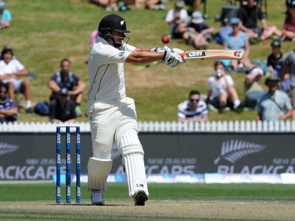 New Zealand's Ross Taylor batting against Sri Lanka on day three of the second International Cricket Test, Seddon Park, Hamilton, New Zealand, Sunday, December 20, 2015.Credit:SNPA / Ross Setford