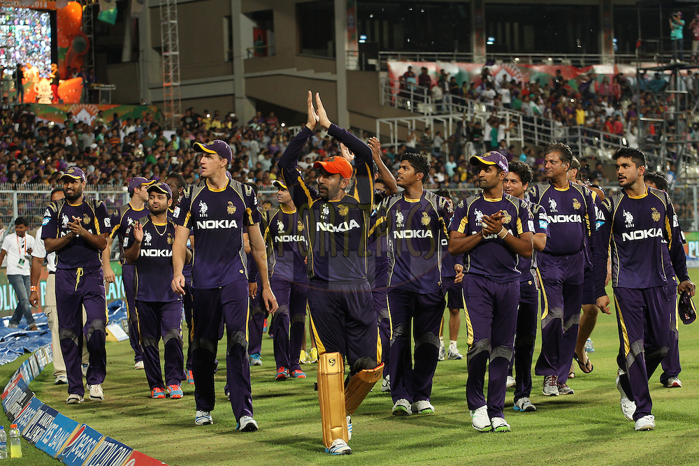 KKR do a lap of honour to thank the crowd during the first qualifier match (QF1) of the Pepsi Indian Premier League Season 2014 between the Kings XI Punjab and the Kolkata Knight Riders held at the Eden Gardens Cricket Stadium, Kolkata, India on the 28th May  2014<br /> <br /> Photo by Ron Gaunt / IPL / SPORTZPICS<br /> <br /> <br /> <br /> Image use subject to terms and conditions which can be found here:  http://sportzpics.photoshelter.com/gallery/Pepsi-IPL-Image-terms-and-conditions/G00004VW1IVJ.gB0/C0000TScjhBM6ikg