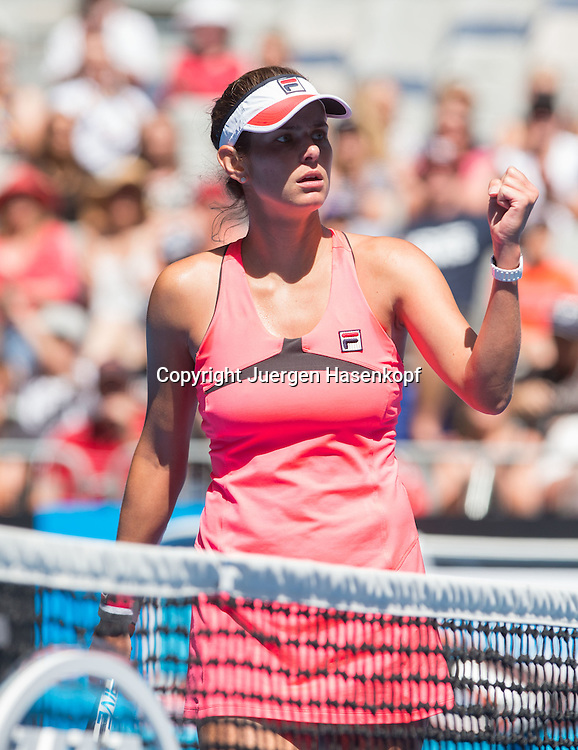 Australian Open 2015, Melbourne Park,ITF Grand Slam Tennis Tournament, Australian Open 2015, Melbourne Park,ITF Grand Slam Tennis Tournament,  Julia Goerges (GER),<br /> Einzelbild,Halbkoerper,Hochformat