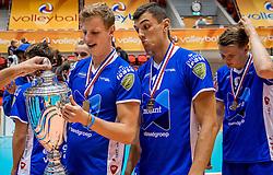02-10-2016 NED: Supercup Abiant Lycurgus - Coniche Topvolleybal Zwolle, Doetinchem<br /> Lycurgus wint de Supercup door Zwolle met 3-0 te verslaan / Auke van de Kamp #5 of Lycurgus, Niels de Vries #17 of Lycurgus
