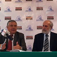 TOLUCA, Mexico.- El vicepresidente de la COPARMEX Agustín Albarrán, acompañado de Marcos Alvarez Malo, señalaron que los emprendedores han sido capaces de crear más fuentes de empleo en pequeños negocios que los que genera el gobierno federal con sus programas. Agencia MVT / Sulma Jimenez. (DIGITAL)