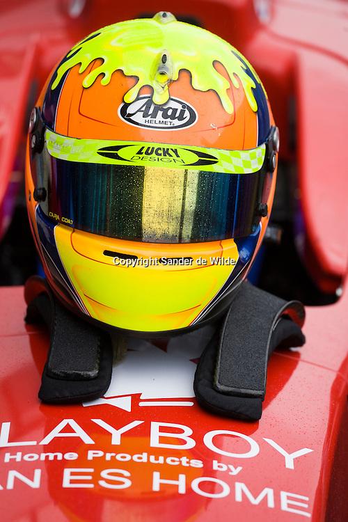 Rizla Racing days op het TT circuit in Assen 2008.formule 1 coureur in rode formule 1 wagen. Playboy