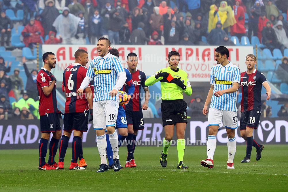 """Foto Filippo Rubin<br /> 03/03/2018 Ferrara (Italia)<br /> Sport Calcio<br /> Spal - Bologna - Campionato di calcio Serie A 2017/2018 - Stadio """"Paolo Mazza""""<br /> Nella foto: ESPULSIONE GIANCARLO GONZALEZ  (BOLOGNA)<br /> <br /> Photo by Filippo Rubin<br /> March 03, 2018 Ferrara (Italy)<br /> Sport Soccer<br /> Spal vs Bologna - Italian Football Championship League A 2017/2018 - """"Paolo Mazza"""" Stadium <br /> In the pic: GIANCARLO GONZALEZ  (BOLOGNA) RED CARD"""