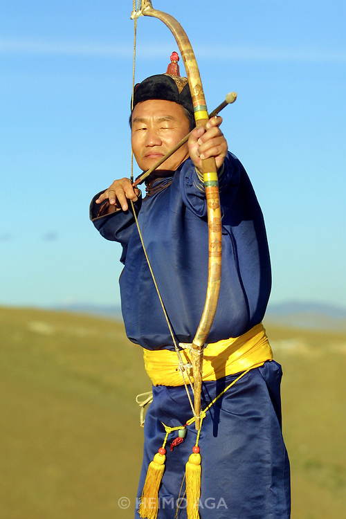 ULAN BATOR, MONGOLIA..09/05/2001.Archerer in traditional outfit (dell)..(Photo by Heimo Aga)