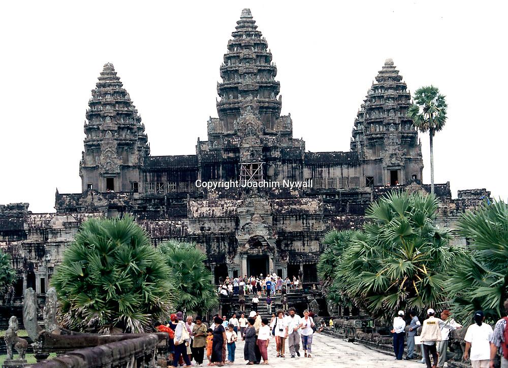 Siem Riep 1999 Ankor Wat<br /> Templet Ankor Wat<br /> Der stora Khmer tempelomr&aring;det vid Siem Riep<br /> <br /> ----<br /> FOTO : JOACHIM NYWALL KOD 0708840825_1<br /> COPYRIGHT JOACHIM NYWALL<br /> <br /> ***BETALBILD***<br /> Redovisas till <br /> NYWALL MEDIA AB<br /> Strandgatan 30<br /> 461 31 Trollh&auml;ttan<br /> Prislista enl BLF , om inget annat avtalas.