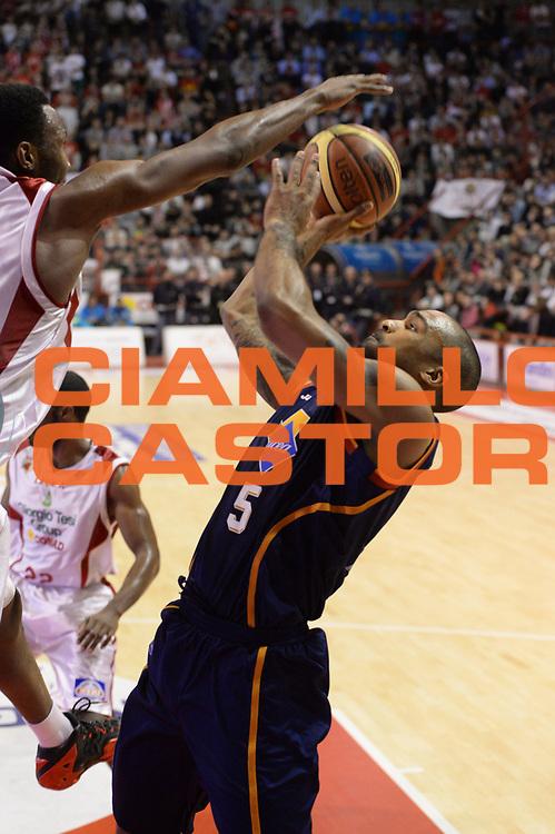 DESCRIZIONE : Pistoia Lega serie A 2013/14 Giorgio Tesi Group Pistoia Acea Roma<br /> GIOCATORE : Phil Goss<br /> CATEGORIA : Stoppata<br /> SQUADRA : Acea Roma<br /> EVENTO : Campionato Lega Serie A 2013-2014<br /> GARA : Giorgio Tesi Group Pistoia Acea Roma<br /> DATA : 29/12/2013<br /> SPORT : Pallacanestro<br /> AUTORE : Agenzia Ciamillo-Castoria/GiulioCiamillo<br /> Galleria : Lega Seria A 2013-2014<br /> Fotonotizia : Pistoia Lega serie A 2013/14 Giorgio Tesi Group Pistoia Acea Roma<br /> Predefinita :