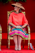BRUSSEL - <br /> Twitteraars vergelijken hoed Belgische prinses met fruitschaal van Ikea In Belgi&euml; werd gisteren de nationale feestdag gevierd, wat garant staat voor een parade van hoedjes. Vooral de hoed van prinses Claire, de vrouw van prins Laurent, leidde tot veel hilariteit. Het exemplaar wordt vergeleken met een fruitschaal van Ikea.<br /> ROBIN UTRECHT