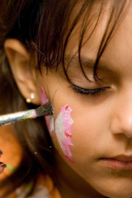 Belo Horizonte_MG, Brasil...Comemoracao do dia das criancas. Menina com o rosto pintado...The children day celebration.The girl with a painted face...Foto : VICTOR SCHWANER / NITRO