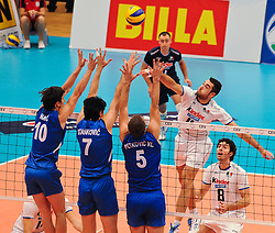 18.09.2011, Stadthalle, Wien, AUT, CEV, Europaeische Volleyball Meisterschaft 2011, Finale, Italien vs Serbien, im Bild Cristian Savani, (ITA, #11, Wing-Spiker) und Gabriele Maruotti, (ITA, #8, Wing-Spiker) gegen Milos Nikic, (SRB, #10, Wing-Spiker), Dragan Stankovic, (SRB, #7, Middle-Blocker) und Vlado Petkovic, (SRB, #5, Setter) // during the european Volleyball Championship Final Italy vs Serbia, at Stadthalle, Vienna, 2011-09-18, EXPA Pictures © 2011, PhotoCredit: EXPA/ M. Gruber
