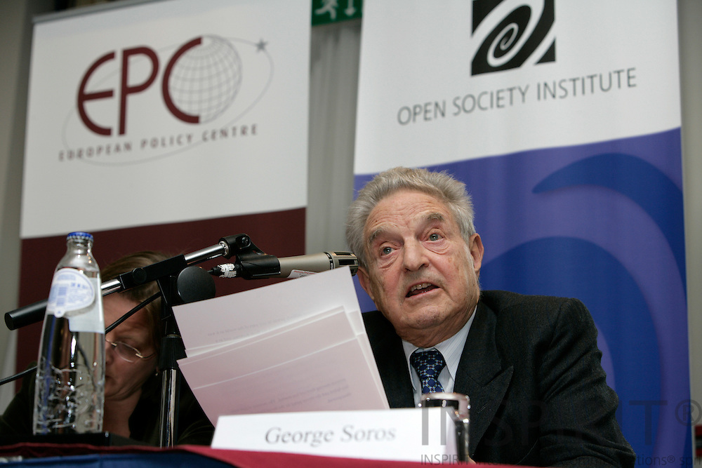 BRUSSELS - BELGIUM - 20 NOVEMBER 2006 -- From left Jacki DAVIS, Head of Communications, European Policy Centre, and George SOROS, author of The Age of Fallibility, at the EPC -OSI Policy Dialogue, Europe as a model for a global open society?   PHOTO: ERIK LUNTANG /